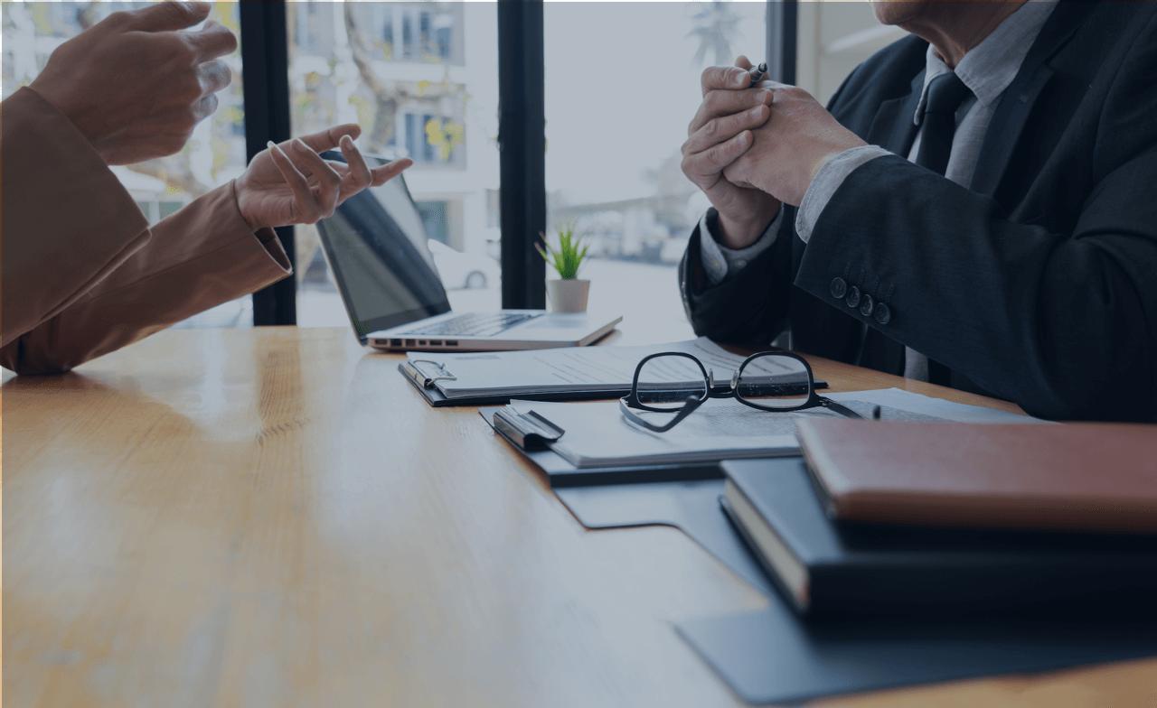 劳动合同签署前,企业HR通过合同模板即可一键批量发起,异地员工第一时间接收到签署通知,即可快速完成合同签署